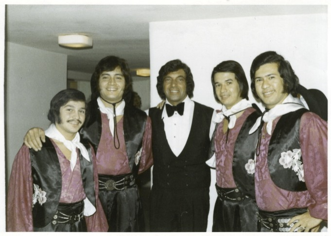 Los del Tauro with Frankie Vaughan, 1973